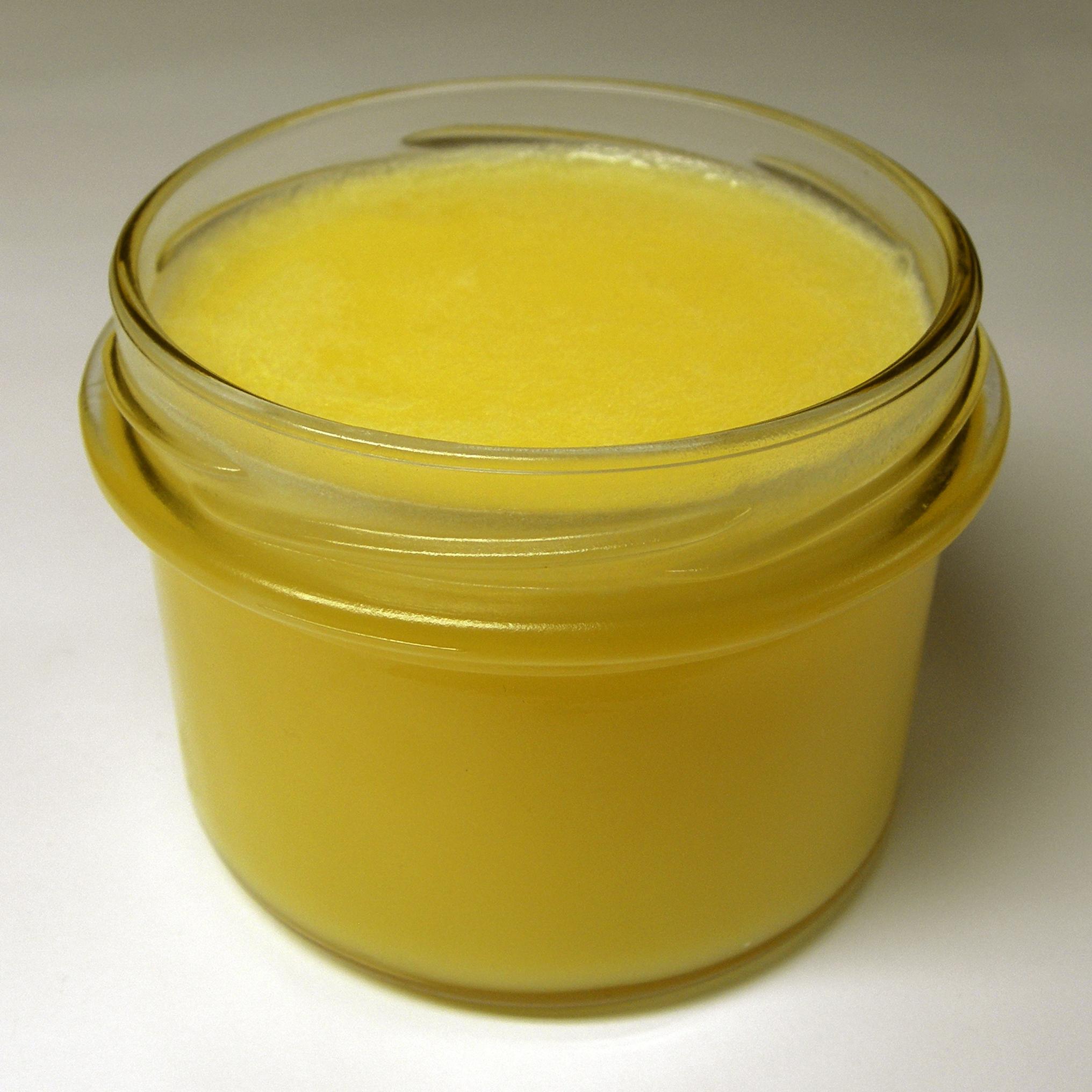 Přepuštěné máslo při pokojové teplotě